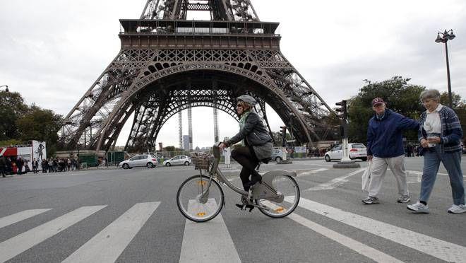 Francia: progetto del governo per pagare 25 centesimi a km per andare in bici al lavoro