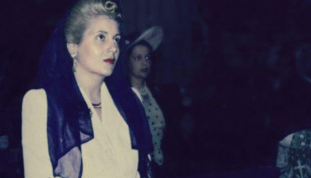 Eva Perón e pie