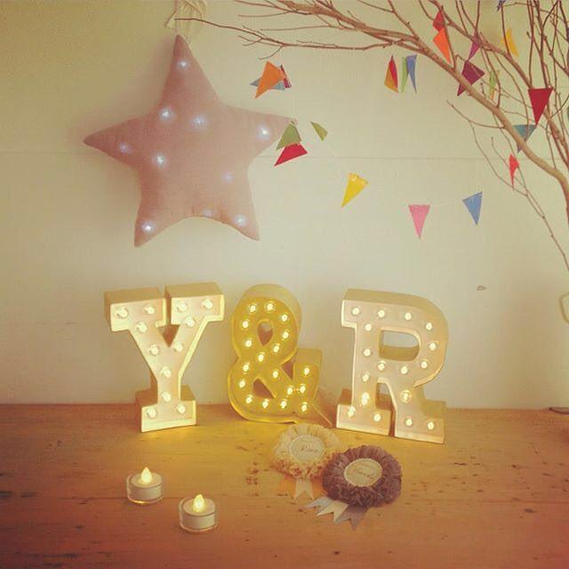 * おはようございます(^^) 朝からワクワクしてます(笑) 最近気になるもの💓 マーキーライト⭐️ 画像はお借りしました🙇 もうイニシャルオブジェ 作っちゃってるけど(笑) 皆の見ててこっちもいいな〜って☺️💕 はぁ〜気になるものいっぱい!! #プレ花嫁#結婚式準備#2016swd #イニシャルオブジェ#マーキーライト