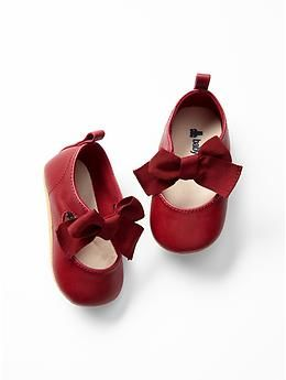 Festive mary jane bow flats for the littlest of ladies!