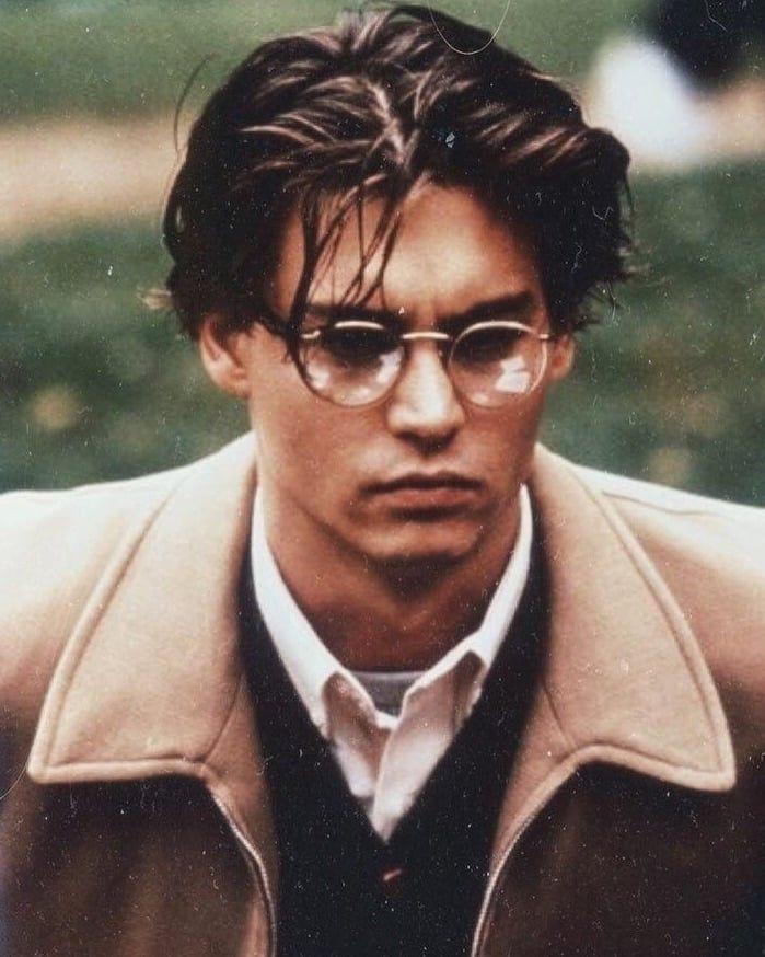 Imagen Descubierto Por Manda Descubre Y Guarda Tus Propias Imagenes Y Videos En We Heart It Young Johnny Depp Johnny Depp Johnny Depp Hairstyle