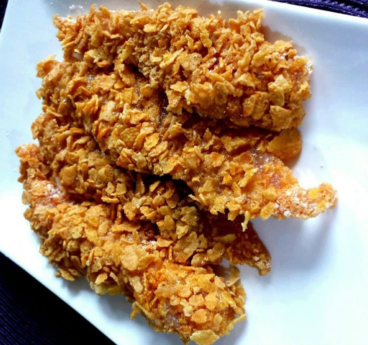 Vandaag was het KFC wraps bij de harira. Je hebt de volgende ingrediënten nodig: 1 kipfilet, cornflakes (beetje fijn maken), chilisaus, bloem, eitje, cheddarkaas, sambal...