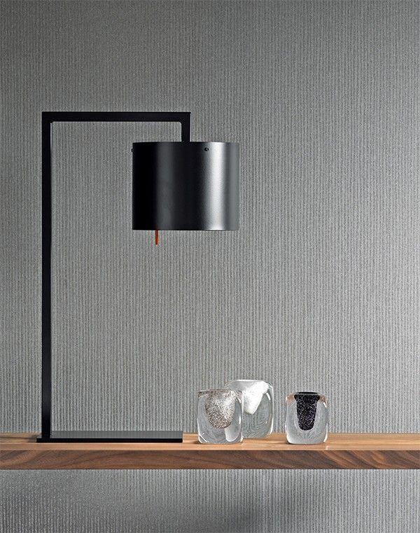Die Anta Afra Tischleuchte ist eine Tischleuchte mit einem schwarz oder weiß lackiertem Lampenschirm aus Metall.Tischleuchten finden in vielen Anwendungsbereichen ihren Einsatz und sind deshalb in den unterschiedlichsten Varianten und Formen...