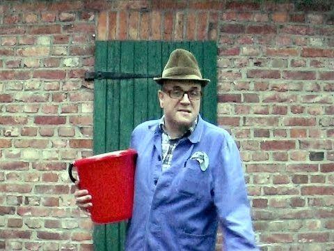 """Bauer sucht Frau! Die neue Magd! Das Casting in Kattenvenne Kattenvenne am Ölberg: Bauer sucht Frau - ja... Bauer Heinrich sucht eine bestimme Frau... eine Magd soll es sein, denn die """"alte"""" befindet sich im Mutterschutz. Wie es dazu kam? Ach, das ist eine lange Geschichte, aber Heini erzählt sie natürlich gern! Comedy vom Bauernhof: http://www.kattenvenne.eu - http://www.fordfahrer.de"""