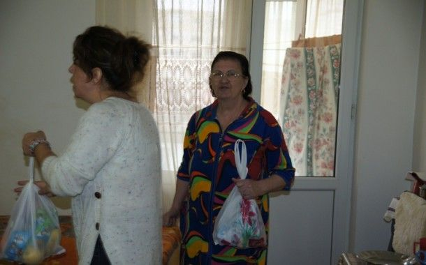 Prescolarii constanteni in vizita la Azilul de batrani