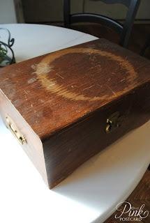 Reparación madera rayado: Mezclar una pasta espesa de aceite de oliva y sal y frotar sobre la madera - se deja durante unos 30 minutos. La sal absorbe la humedad y el aceite alimenta la madera. Se utiliza esto muchas, muchas veces!