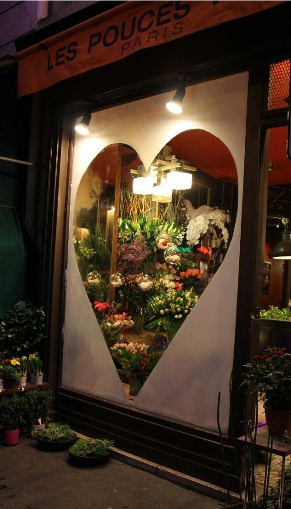 Window shopping in Paris So romantic! Warm and charming... The heart draws a customer in to see what is on the inside. The lighting is good invitation. Good height. #windowdisplay #judithm