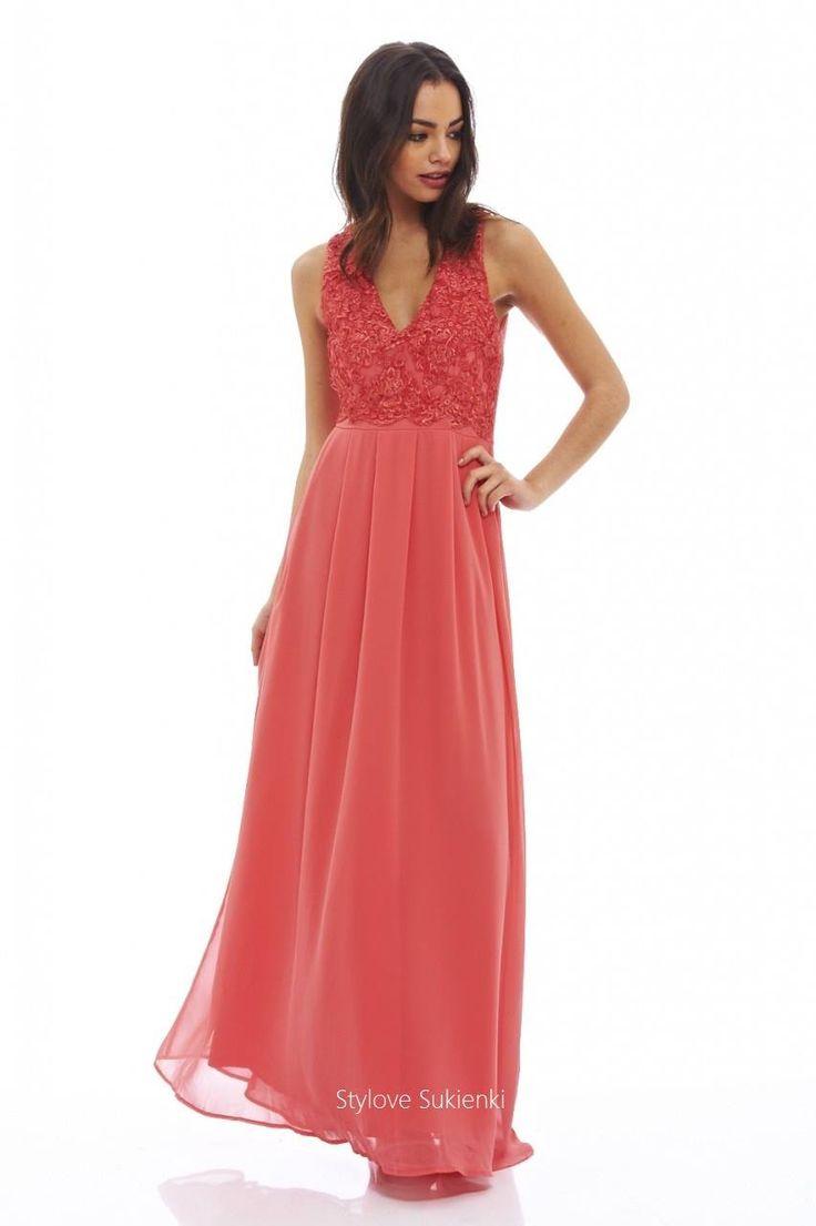Dostępne różne rozmiary – przepiękna sukienka w niezwykle twarzowym, koralowym kolorze – bajeczna sukienka, idealna na wyjątkowe okazje, doskonała na wesele, dla świadkowej czy druhen – góra sukienki jest na szerszych ramiączkach, z pięknym dekoltem w kształcie litery V – koronka stanowi niezwykle ciekawą ozdobę sukienki – dół sukienki to elegancki, zwiewny szyfon – nadaje