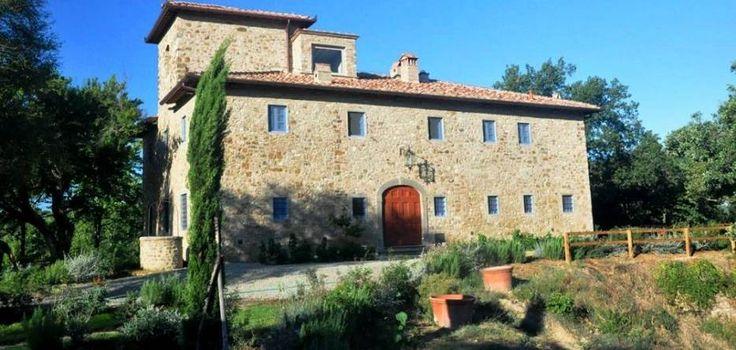 Chianti Villas, Villa for Rent in Chianti Tuscany. Villa Badia is one of the most interesting villa for rent in Chianti Tuscany. The villa is located in Chianti in the immediate surroundings of Badia di Passignano. #tuscany #chianti #villas #rent #villa