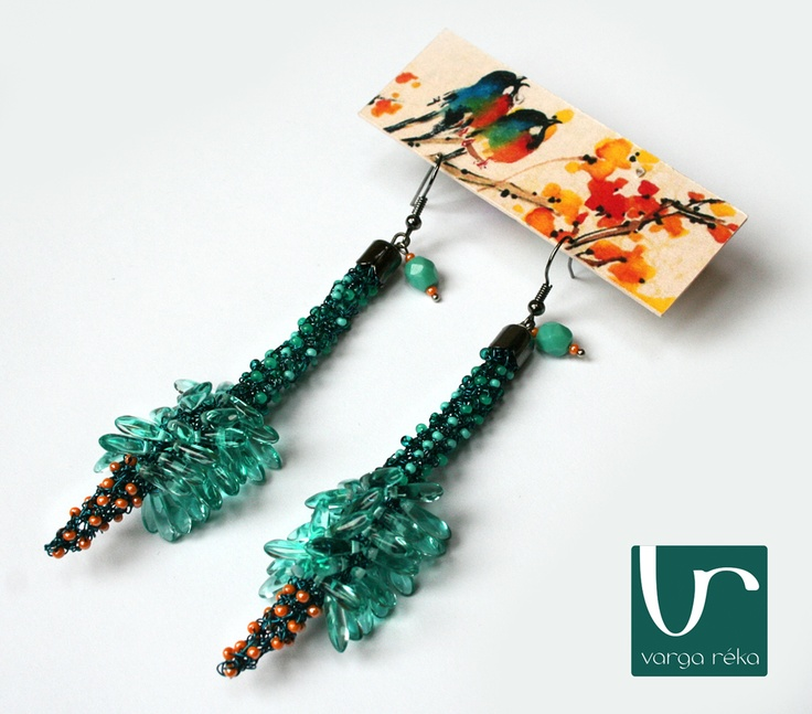 Long flower-shaped earrings with turquoise petals