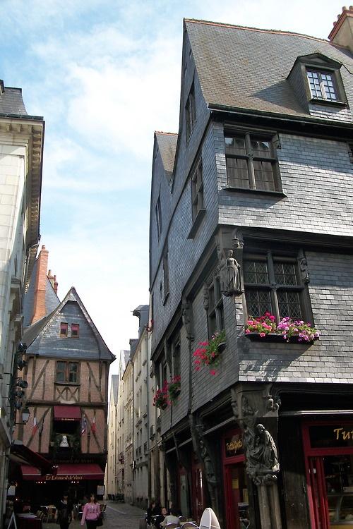 """Ville de Tours - France"""" Le vieux Tours"""":Il est connu pour ses très nombreuses maisons médiévales, à colombages."""