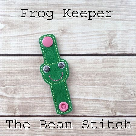 Frog - KEEPER #thebeanstitch #beanstitchers #TBS #ith #inthehoop #machineembroidery #felties #feltie #embroidery #digitaldownload #keyfobs #bagtag #diy #snaptab #snapbean #handmade #vinyl #felt #craft #etsy #shopsmall #embroiderygift #keeper #travel #everyday #design #multipurpose #versatile