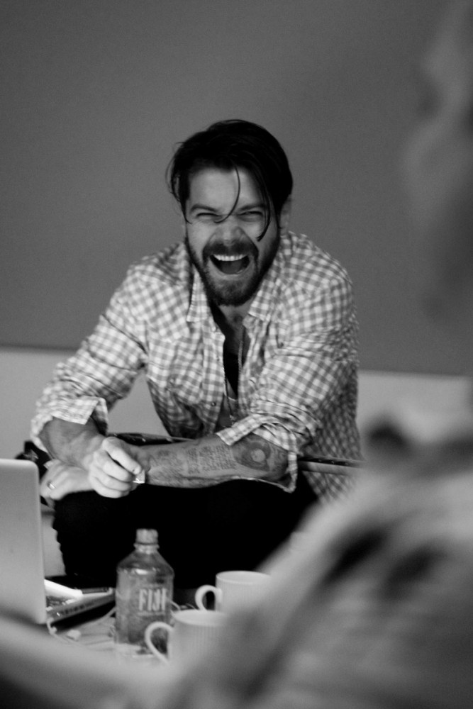 Simon Neil is laughing about how much more handsome he is compared to every one else. Ha ha ha ahhh...