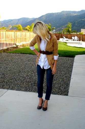 Cardigan, button-down shirt, high-waisted belt, skinny jeans.