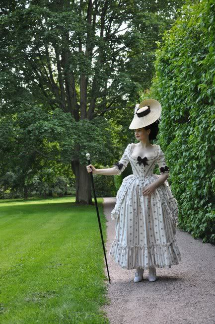 Before the Automobile: 1770's robe à l'Anglaise retrousée. This dress has SUCH a sweet silhouette, and the fabric has perfect body. Fabric purchased from Duran Textiles (has anybody purchased from them in the U.S.?).