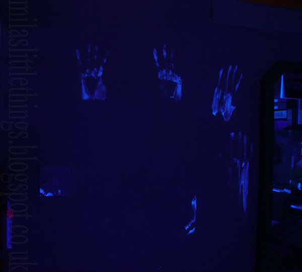 #UVspray #UVlight #halloween #walls #deco #decor #handprint
