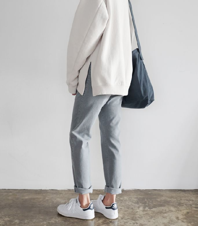 I like the slouchy, lived-in minimalism on display here. Still picture-ready, but you can actually imagine wearing something like this.