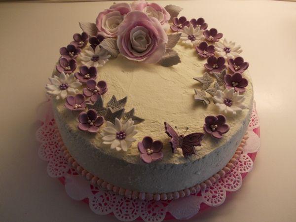 Synttärikakku pikkuprinsessalle <3 - Kiitos Marja! #mitätahansaleivotkin #leivojakoristele #droetker #kakku #leivonta #kilpailu