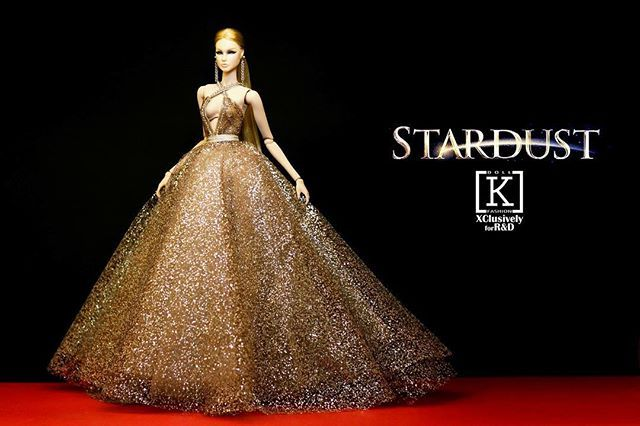 WEBSTA @ k.dollfashion - @lovetones Roxy in Stardust-Add a bit of magic into your Dolly World#lovetones #kdollfashion #rnddolls #star #stardust #crystal #blingbling #glitter #bighair #sexy #bitch #redcarpet #fashion #design #fashiondesign #style #stylist #gown #modelagency #model #nexttopmodel #fashionroyalty #fashionroyaltyvietnam #fashionroyaltydoll #doll #dollcolection #dollfashion
