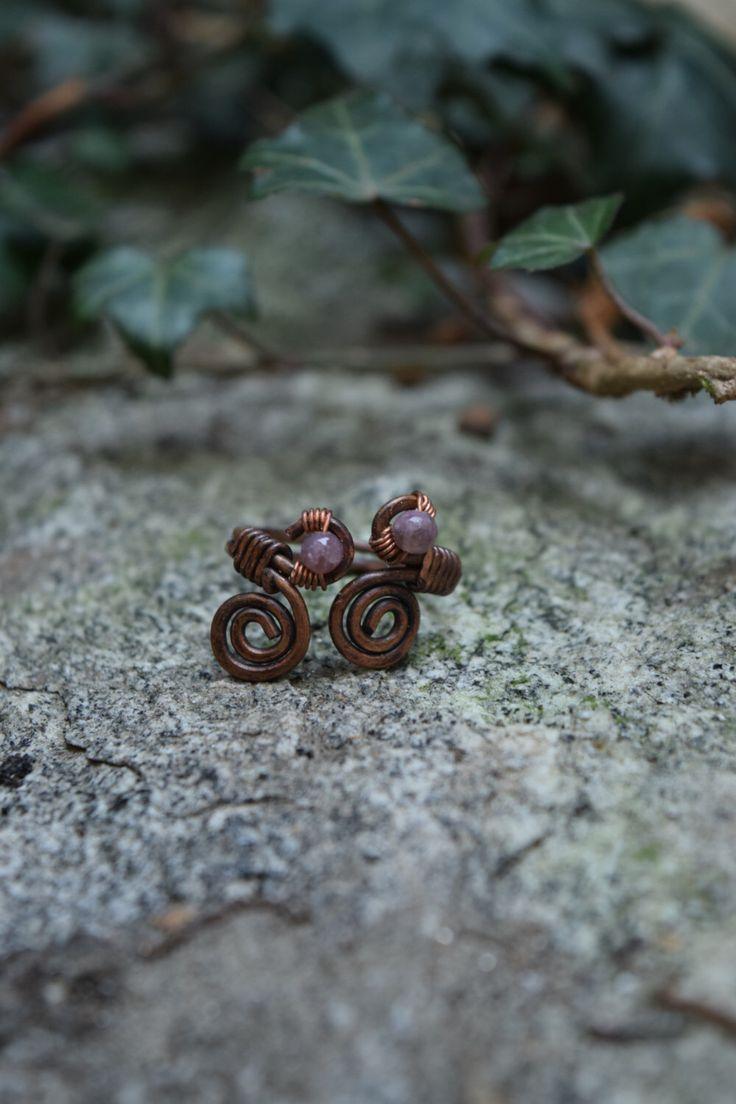 Anello regolabile in rame e pietre tormalina rosa, pezzo unico, anello donna, regalo per lei, soleluna di SolelunaLaboratorio su Etsy https://www.etsy.com/it/listing/489717212/anello-regolabile-in-rame-e-pietre