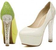 Aceşti minunaţi pantofi de piele cu toc de cristal sunt Făt-Frumos-ul ...
