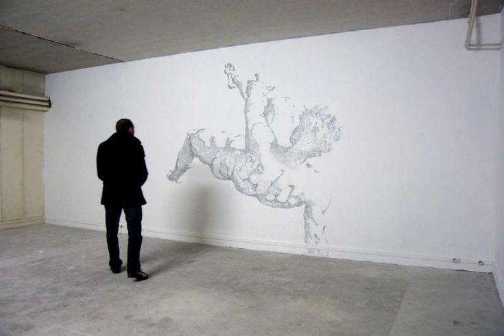 Arte contemporáneo: ícaro en miles de grapas