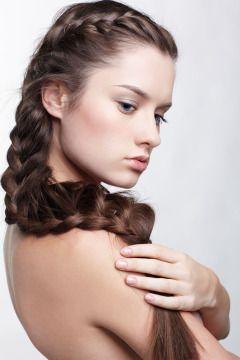 Nuove tendenze capelli. È di moda la treccia