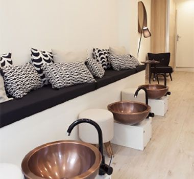 les 25 meilleures id es de la cat gorie institut de beaut sur pinterest beaut filles en. Black Bedroom Furniture Sets. Home Design Ideas