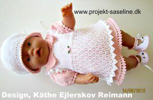 Baby born opskrifter 43 cm. Delt kjole. forklædekjole i 2 lag. Med thehætte hue og søde sommersko