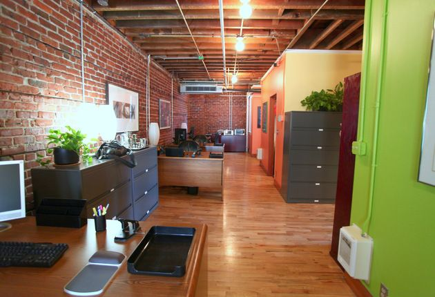 Contemporary office in Pearl District historic brick building with open floor plan has office space to share with individual professionals or small business. Perfect for start-ups. We have 5 individual workstations, and this space is available immediately, $299