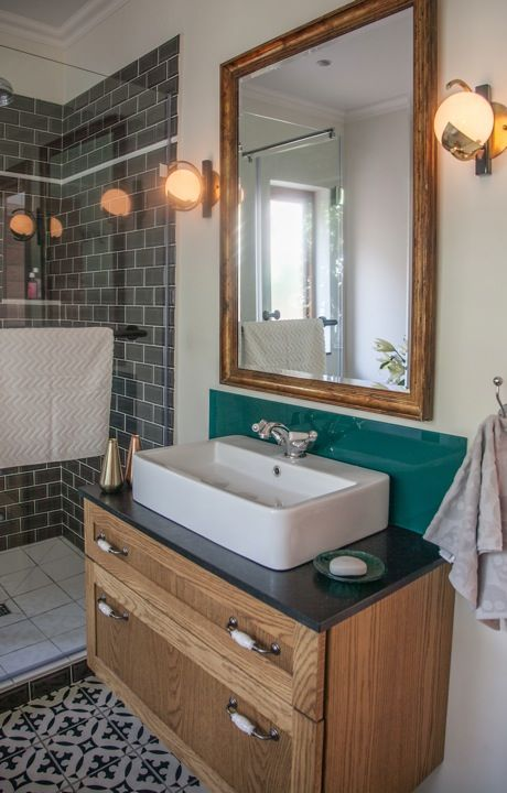 HOUSE NEWLANDS We created a successful mix of classic design by using a traditional style brassware and combined this with simple modern basins and clean finishes.