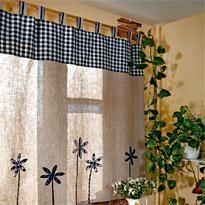 Занавеска с цветами для кухонного окна