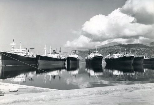 Laid up ships in Argostoli, Cephalonia in the late 1950s. / Παροπλισμένα πλοία στο Αργοστόλι της Κεφαλλονιάς στα τέλη της δεκαετίας του 1950.