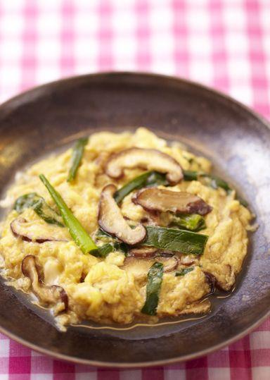にらの卵とじ のレシピ・作り方 │ABCクッキングスタジオのレシピ | 料理教室・スクールならABCクッキングスタジオ