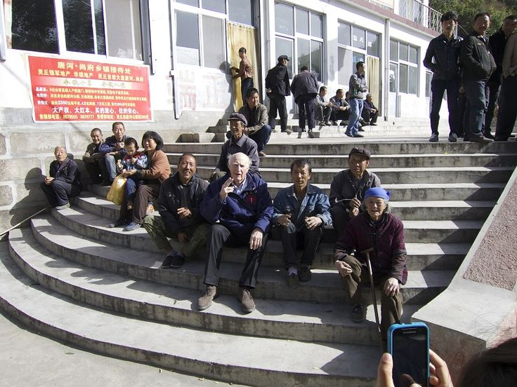 Dr. Grant Stewart hanging out with Yangjiazhuang villagers. Don Mintz photo