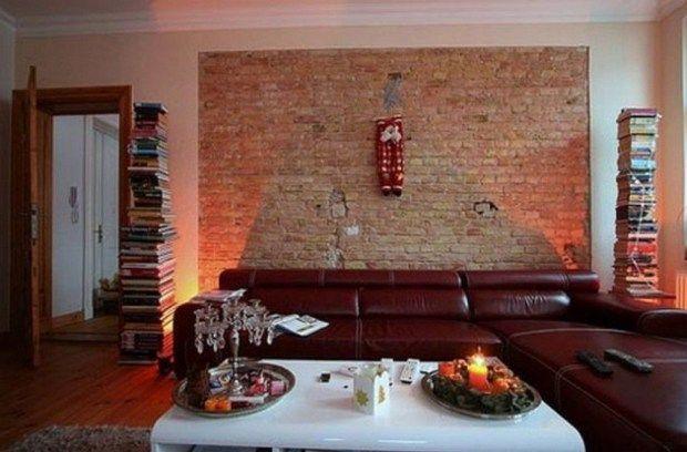 Дизайнерские идеи в виде кирпичной стены и книгами в виде колон