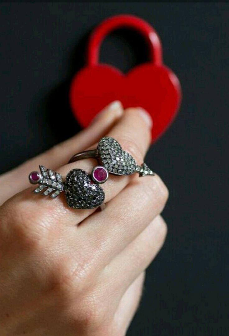 Diamanti bianchi e neri su argento Www.nesluxury.com