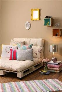 Another pallet couch/chair...luv this for kids room or spare bedroom.