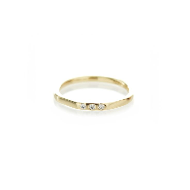 Three edge yellow gold band
