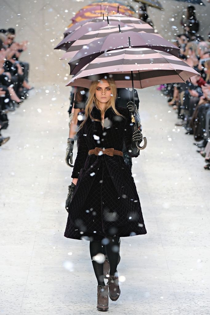 BURBERRY 2012: Vogue Fashion, Umbrellas, Delevingne Face, Fall 2012, Styles, Burberry Prorsum, Winter Fashion, Winter Trends, London Fashion Week