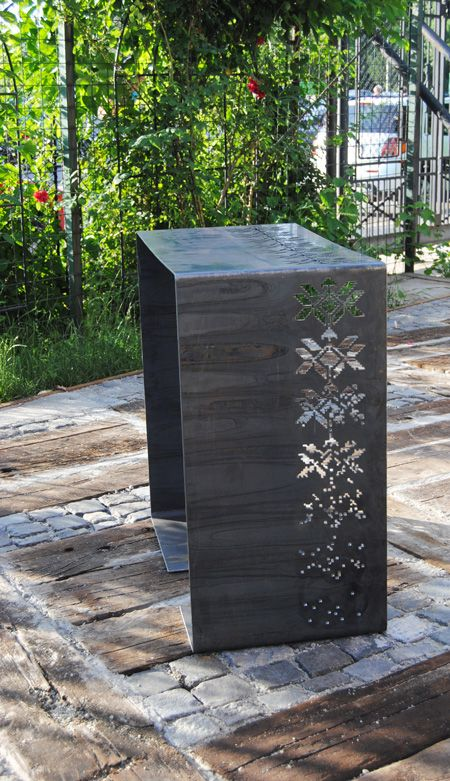 Alina Turdean designist 07 Alina Turdean lansează la Made in RO o minicolecție de obiecte din metal traforat cu motive tradiționale