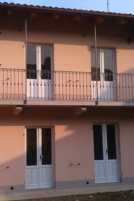 Tinteggiatura esterno verniciatura finestre e ringhiera