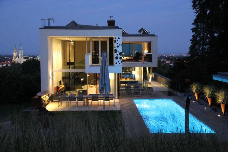 Traumhaus modern mit pool  Moderne Villa mit Traumhauspotenzial | Schwimmbäder, Architekten ...