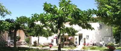 Mas provençal avec chambres d'hôtes à vendre près l'Isle-sur-la-Sorgue dans le Vaucluse