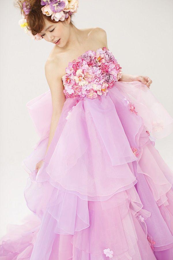 Alette アレット ピンク  THE HANY 2013 COLLECTION    Alette アレット    チュールとオーガンジーをランダムに重ねることで生まれる透明感が、    ピュアなイメージのエンパイアスタイル。    ドレスとのコーディネートを考えて選んだカラフルな花が、ロマンチックな雰囲気をプラスします。    前からも見えるよう大きく作ったバックリボンが、花の妖精のようです。    こちらの商品は、NIKO名古屋店での取扱いとなります。   ご試着ご希望のお客様は下記の商品番号をスタッフにお申しけ下さい。  商品番号:アレット ピンク