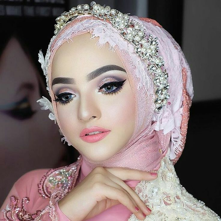 Romantic Arabian Doll Makeup Makeup by @vizzily using @makeoverid  Hijab by @sufiatihamida  EO @luxeventplanner