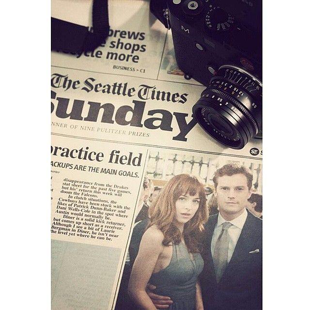 """""""Christian Grey y su amiga en la ceremonia de graduación de la Universidad Estatal de Washington, en Vancouver"""". """"A: ¿Así que ahora soy tu «amiga»? C: Eso parece"""" #fiftyshadesofgreyquotes #jamiedornan #mrgrey #grey #christiangrey #anastasiasteele #anasteele #mrsgrey #steele #dakotajohnson #fifty #fiftyshades #fiftyshadesofgrey #50shadesofgrey #50shades #50sombrasdegrey #50sombras #greysessed #teamfifty #teamdakota #teamjohnson #teamdornan #teamjamie #fsog #FSOGfilm #damie #dakoholic #jakota…"""