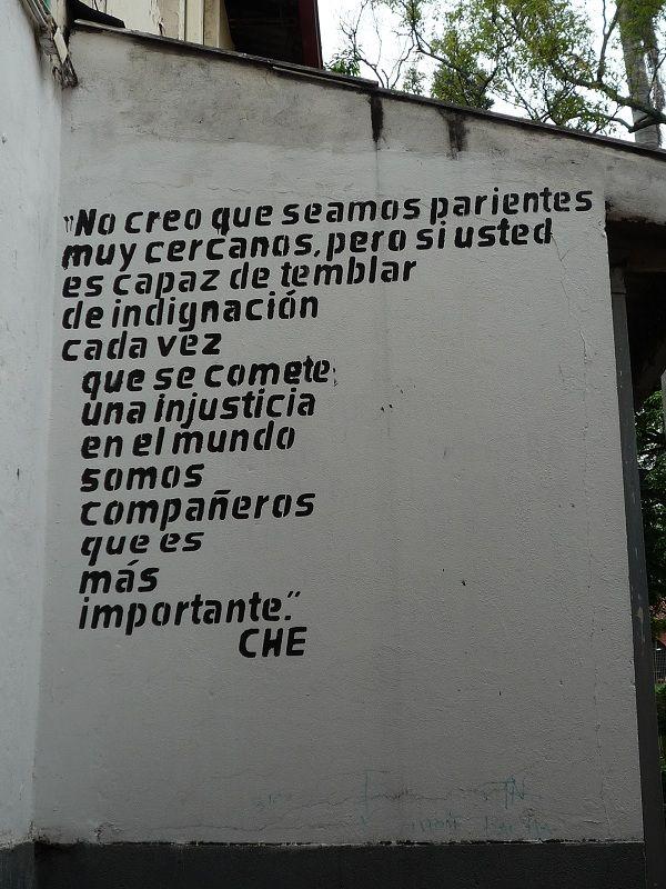 No creo que seamos parientes muy cercanos… Che Guevara    Santa Librada, Cali    By @Juan Alvarez