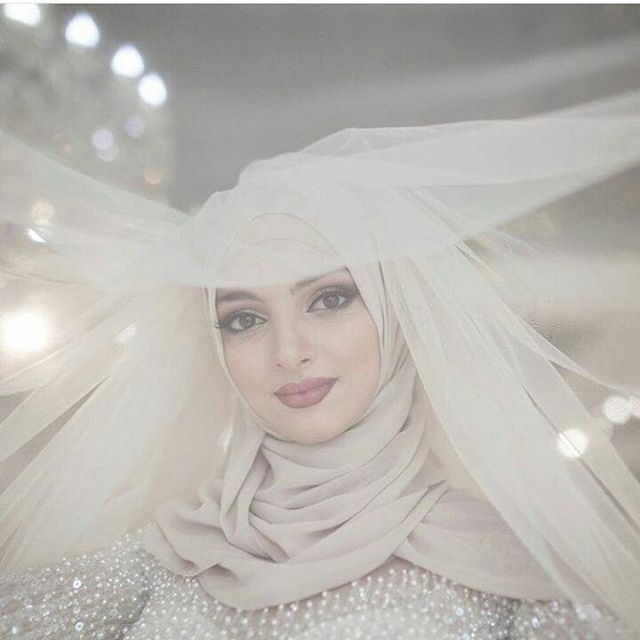 Bridal inspiration  Photography by @chahsai_photo  #muslimbride #bride #modest #modestbride #coveredbride #ideas #beautiful #weddinginspiration