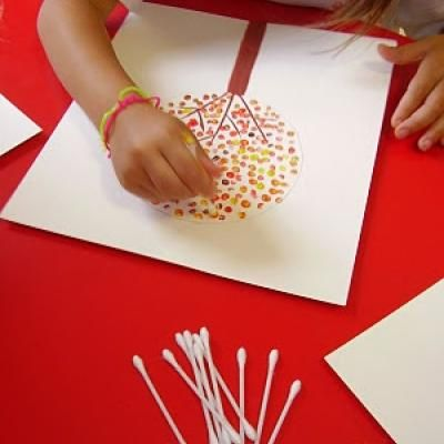 Fall Q-Tip Art {Thanksgiving Kids Craft} - post not written in English but there are pictures enough to figure it all out.